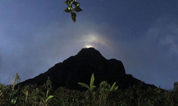 Detroves team explores Adams Peak